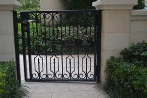 Wrought Iron Outside Gate Designs Uid-G015 pictures & photos