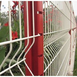 China Anping Factory Price Curved Wire Mesh Fence pictures & photos