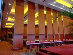 Soundproof Folding Door Operable Walls Movable Partition for Restaurant pictures & photos