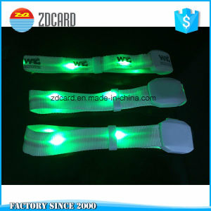 Fashion Funny Party Light Flashlight Glow Wrisband pictures & photos