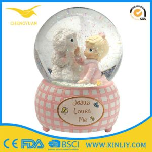 Resin Base Funny Custom Snow Globe Glass Snow Ball pictures & photos