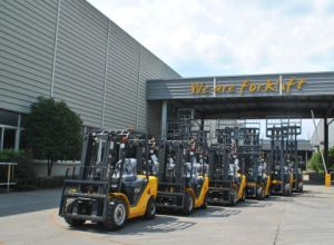 Un N Series of 2.5ton Diesel Forklift with Triplex 6.0m Mast pictures & photos