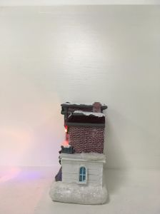 Festival Supplies Handmade Resin Xmas Houses LED Christmas Village pictures & photos