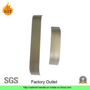 Factory Outlet Aluminum Furniture Hardware Kitchen Cabinet Pull Handle Furniture Handle (A 006)