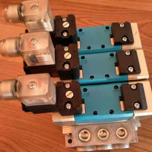 Ningbo Pneumatic ISO5599-1 DC 24V Manifold 6 Coils Solenoid Valves pictures & photos