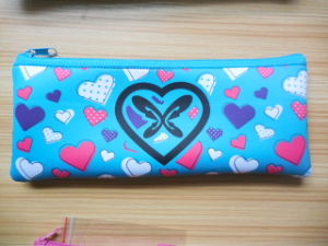 China Supplier Custom Printing Neoprene Cosmetic Bag Beauty Fuchsia Long Purse Kit pictures & photos
