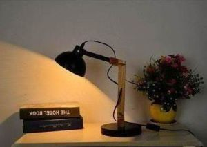 Simple Modern Table Lamp with Wooden Body pictures & photos