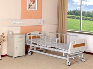 Hospital Bed, Two Functions Manual with Central Braking Casters (XH-B-11) pictures & photos