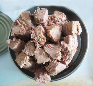Canned Tuna in Vegetable Oil pictures & photos