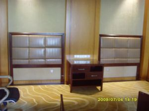 Panel Headboard Solid Wooden Furniture pictures & photos