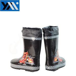 High Quality Waterproof Natural Rubber Kids Rain Boots with Cool Cartoon pictures & photos