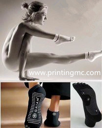 Health and Safety Anti Slip Socks Dots Made by Dotting Machine pictures & photos