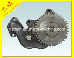 China Made Oil Pump of Komatsu Engine 6D108 (PC300-5) with High Quality 6221-53-1100 pictures & photos