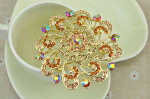 Colorful Rhinestone Beautiful Flower Gold Plating Zinc Alloy Brooch pictures & photos