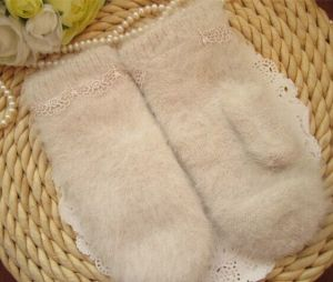Ladies′ Winter Warm Knitted Thickening Gloves with Long Rabbit Fur + Lace pictures & photos
