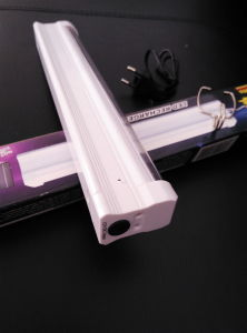 5W Rechargeable Emergency LED Tube Lights pictures & photos