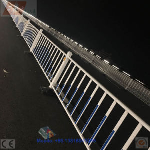China OEM Galvanized Steel Isolation Belt Road Divider Barrier Fence pictures & photos