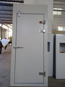 Insulated Swing Door for Cold Room pictures & photos