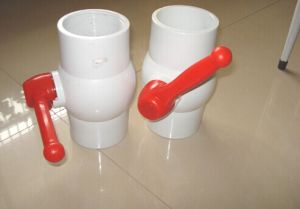 Wholesale Good Quality Plastic Ball Valve Long Handle PVC Valve pictures & photos