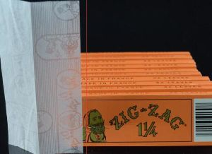 Zig Zag Smoking Rolling Paper pictures & photos