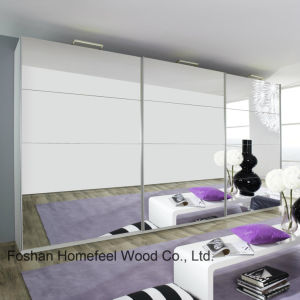Bedroom Furniture Full Mirrored Sliding 3 Door Wardrobe (WB30) pictures & photos