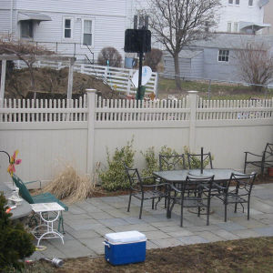Vinyl Privacy Fence with Picket Top pictures & photos