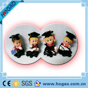 Polyresin Desktop Baby Souvenir Wearing Graduation Clothes pictures & photos