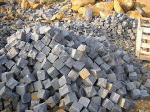 Natural Split Black Basalt Cobblestone for Driveway&Landscape pictures & photos