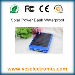 Ultra Slim 3000mAh Li-ion Battery Power Bank for Cell Phone Waterproof Solar Charger pictures & photos