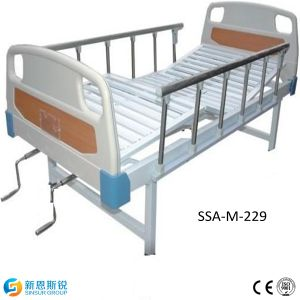 China Factory ISO/CE Manual Double Shake Hospital Bed pictures & photos