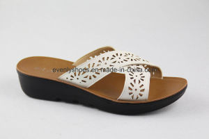 Open Toe Flat Sandal Lady Flip Flops for Leisure Time pictures & photos