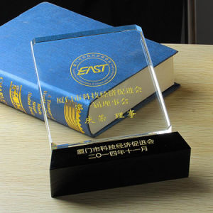 Manufacturer Supply Crystal Glass Sport Trophy Awards with Customized Logo pictures & photos