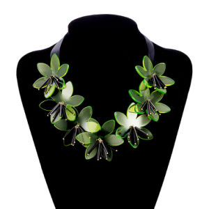 Fashion Jewelry Lacing Bow Plastic Flower Pendant Necklace for Girls pictures & photos