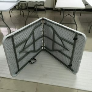 Heavy Duty Plastic Folding in Half Table pictures & photos