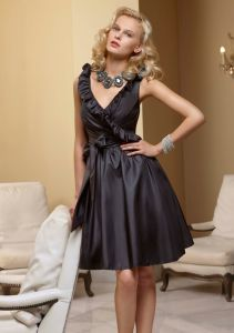 Ruffled V-Neck Faux Wrap Taffeta Black Short Homecoming Bridesmaid Fashion Dresses (FD3010) pictures & photos