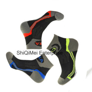 Customized Men`S Cotton Ankle Sport Running Socks pictures & photos