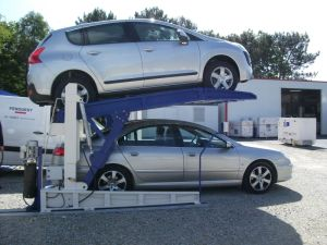 Low Height Tilting Car Parking Lift pictures & photos