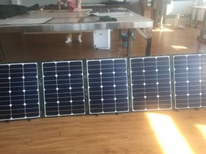 Sunpower 200W Foldable Solar Panel for Camping pictures & photos