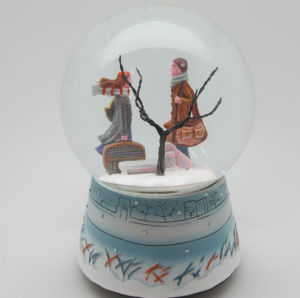 Polyresin Resin Wedding Gift Water Globe Snow Globe pictures & photos