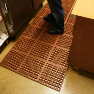 Holes Hollow Ring Non Slip Anti Fatigue Rubber Floor Mats pictures & photos