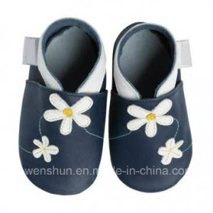 Flowers Baby Leather Shoes 4093 pictures & photos