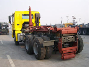 HOWO 6X4 Hook Arm Garbage Truck with 30 Tons Load pictures & photos