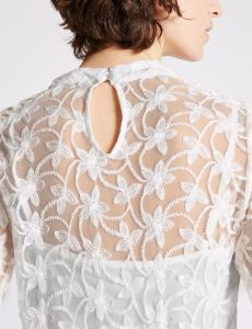 Cotton Blend Embroidered Long Sleeve Blouse pictures & photos