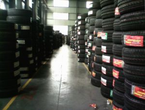 High Quality UHP Tyre for Sports pictures & photos