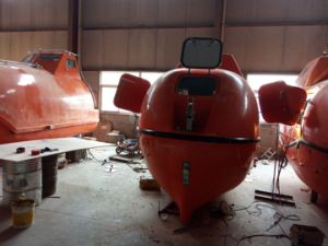 Totally Enclosed Fire Proof Lifeboat /Enclosed Rescue Boat pictures & photos