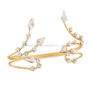 2017 Wedding Accessories Gold Exaggerated Personality Flower Crystal Palm Bracelet Rock Cuff Crystal Hand Handlet for Women pictures & photos