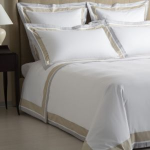 Hand-Made Embroidery Platinum Quality Hotel White Bedding Set pictures & photos