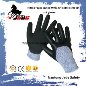 13G 3/4 Nitrile Sandy Finish with Nitrile Smooth Coated Cut Resistant Glove Level Grade 3 pictures & photos
