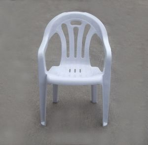 Armed Barrel Plastic Stacking Chairs in Different Colors pictures & photos