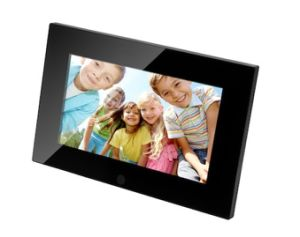 2014 Newest Model 7 Inch Basic Function Digital Photo Frame OEM pictures & photos